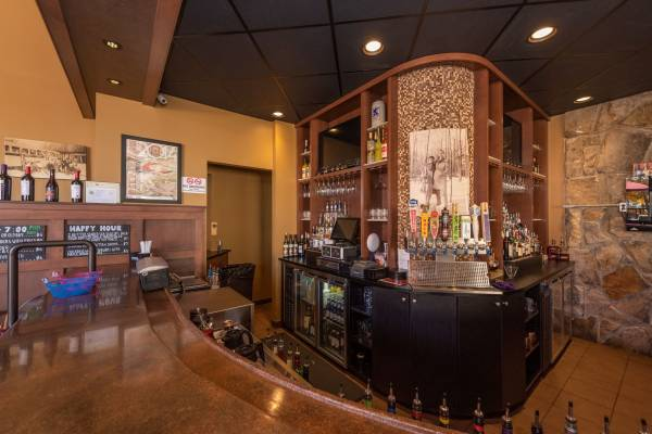 Premium On-Site Dining: Ace's Run Restaurant & Pub