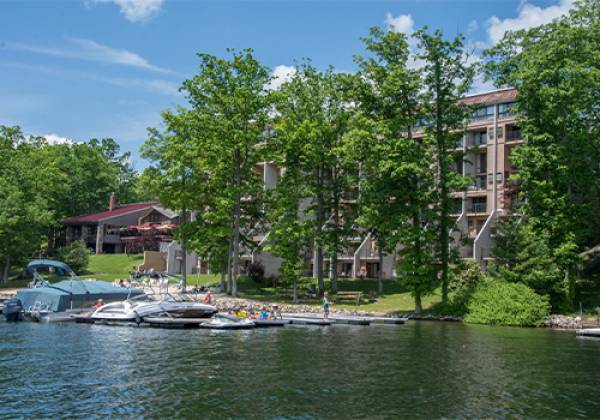 Will O' The Wisp Lakefront Luxury Hotel